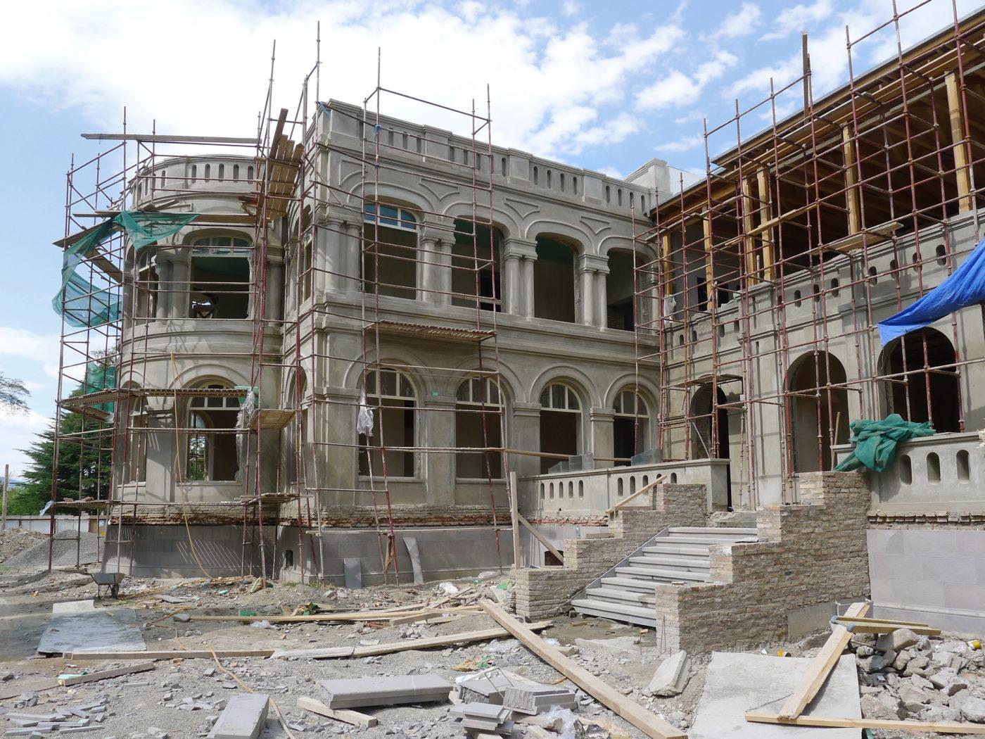 Chateau Mukhrani eksteriør under restaurering Elgaard Architecture
