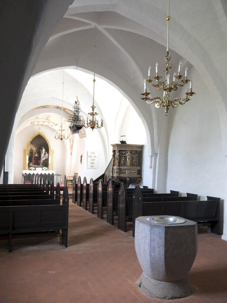 Blistrup Kirke interiør døbefont