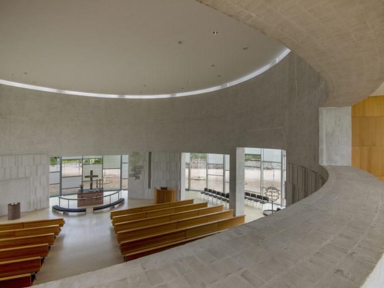 Helligtrekongers Church Vallensbæk interior Elgaard Architecture