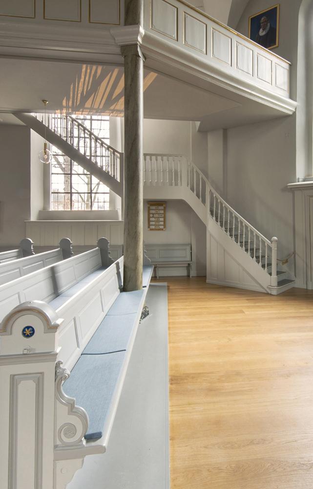 Frederiksberg Kirke stolestader efter restaureringen Elgaard Architecture