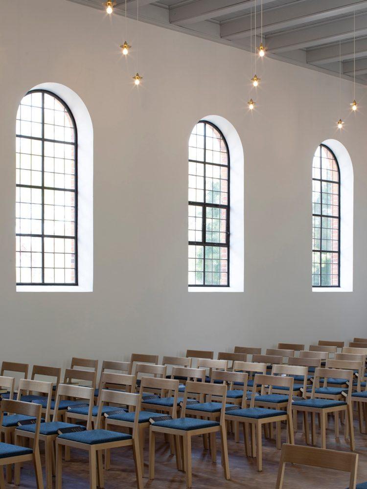 Nyhuse Kapel interiør kirkestole Elgaard Architecture