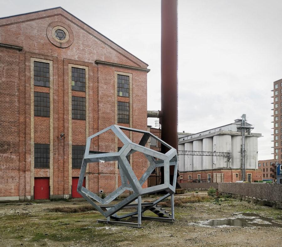 De Danske Spritfabrikker Aalborg silo og Tomás Saraceno-skulptur